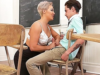 Mature mom seduced student and pushed my legs wide for him in College... big tits mature straight